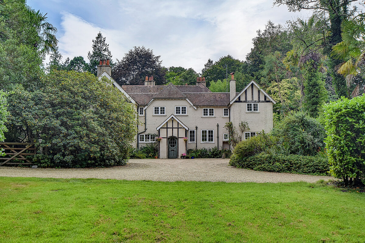£950,000 with Homes Exterior Ambletts, Petersfield