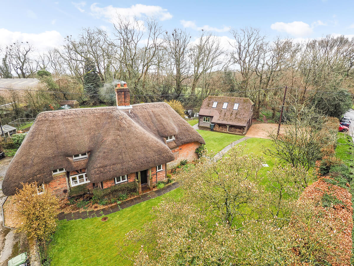 Grade II Listed thatched cottage in Four Marks